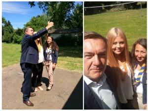 OB Claus Kaminsky nutzt die Gunst der Stunde für einen Selfie mit Hannah und Sonja