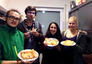 Die Waschis mit ihrer leckeren Pizza